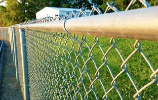 Six Reasons to Buy a Chain Link Fence - Feature image-edit