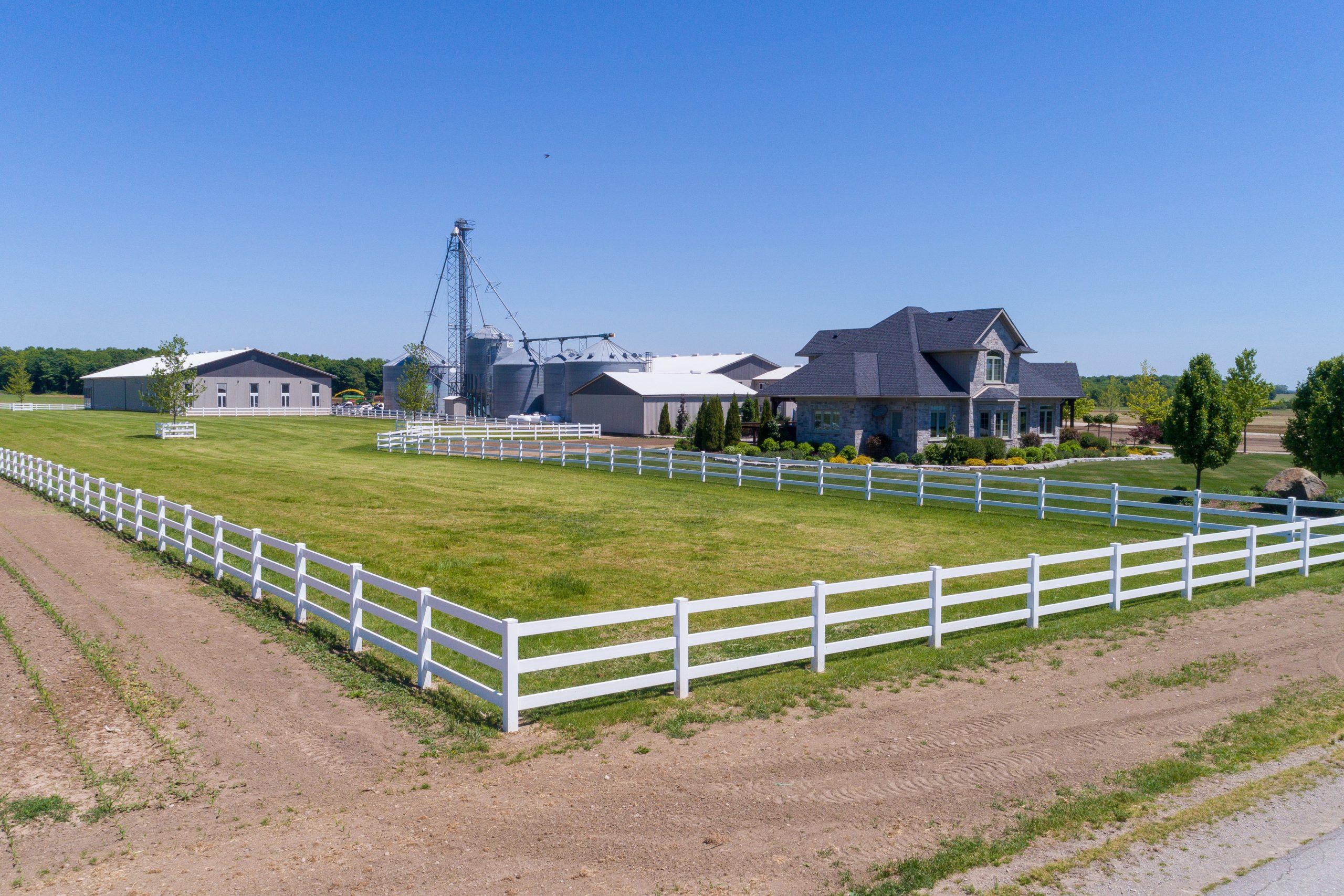 Vinyl fencing - In-Line Fence Premier Fencing Contractor in Ontario
