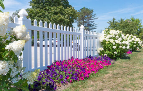 Vinyl Fencing - In-Line Fence
